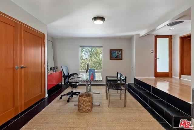 7831 Hillside Avenue, Los Angeles CA: http://media.crmls.org/mediaz/536C3E1D-8FEE-403F-A885-DD9F4C9D4E88.jpg