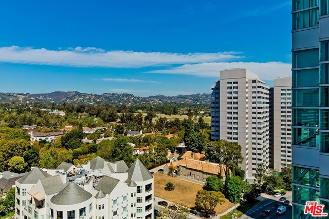 10380 Wilshire Boulevard, Los Angeles CA: http://media.crmls.org/mediaz/53D6F17E-9D4B-494C-89E3-F09D6F8700F0.jpg