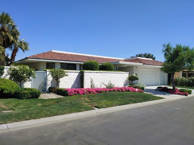 39 Mayfair Drive, Rancho Mirage CA: http://media.crmls.org/mediaz/5413A8B7-2A60-4270-9C62-304266B6ED20.jpg
