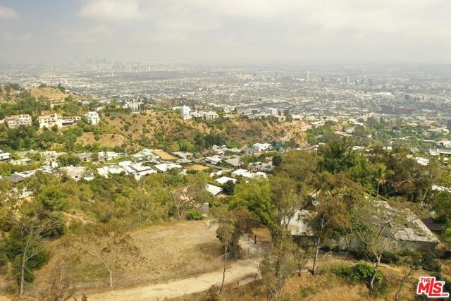 9229 Crescent Drive, Los Angeles CA: http://media.crmls.org/mediaz/54370C0A-4C9A-401A-ABA5-FA5DF09E887F.jpg