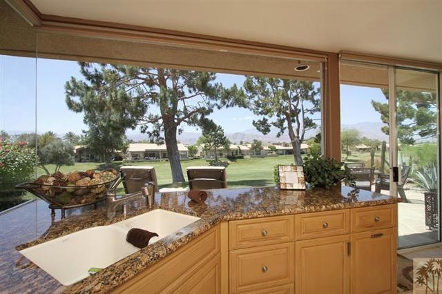 47 Pebble Beach Drive, Rancho Mirage CA: http://media.crmls.org/mediaz/545443B6-F2F4-4113-A803-87EBA6AA93BC.jpg