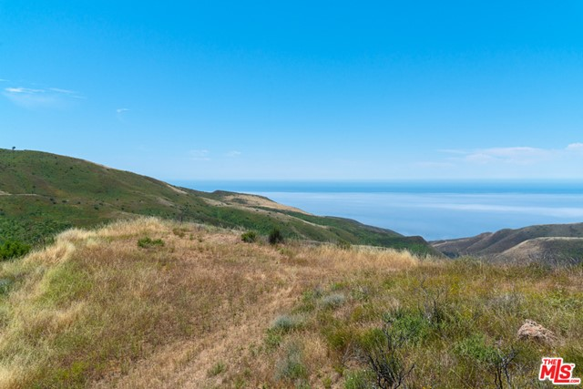 11100 Pacific View Road, Malibu CA: http://media.crmls.org/mediaz/545DEE23-FC14-4C86-BB24-976D2059BFE2.jpg