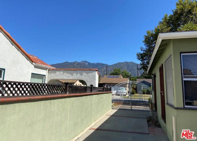 28 E Newman Avenue, Arcadia CA: http://media.crmls.org/mediaz/54DE187D-100E-42F4-9C9D-143AFCB5FDA8.jpg