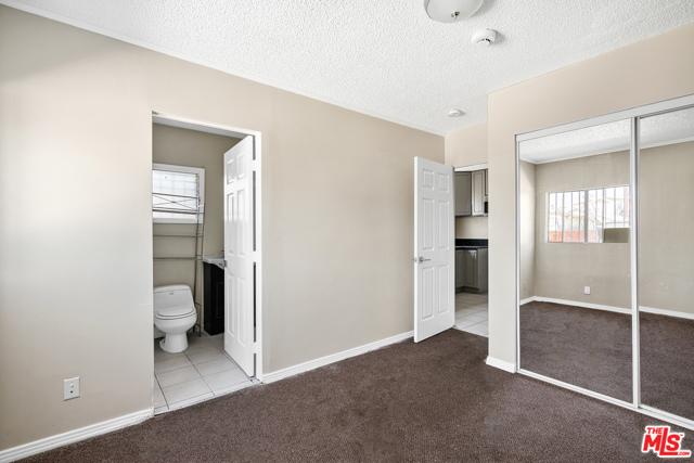 3688 4Th Avenue, Los Angeles CA: http://media.crmls.org/mediaz/55108350-C083-411C-B973-22D4C4A83E53.jpg