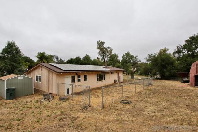17550 Highway 67, Ramona CA: http://media.crmls.org/mediaz/55B7698E-05A3-4EBA-9BF9-04214EEF9CD3.jpg