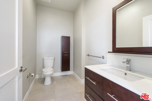 118 S Kenwood Street, Glendale CA: http://media.crmls.org/mediaz/560DF684-2FCE-4779-8D26-8642F160CA5E.jpg