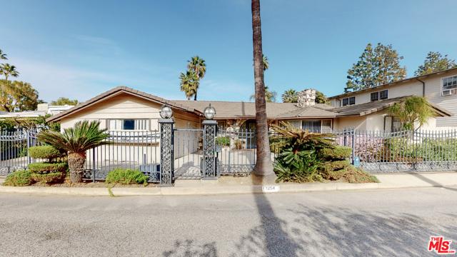 2254 Stradella Road, Los Angeles CA: http://media.crmls.org/mediaz/5644B3F9-4396-469A-8202-626040C87DBD.jpg