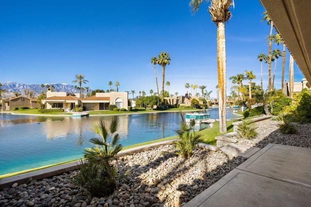 212 Desert Lakes Drive, Rancho Mirage CA: http://media.crmls.org/mediaz/57407DAC-1CFD-4A83-A0BF-A81A26A0864C.jpg