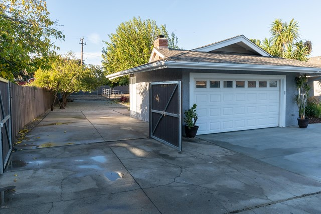 1089 Waverly Heights Drive, Thousand Oaks CA: http://media.crmls.org/mediaz/57456A4C-6A8A-470A-8D6A-52D1D714E82C.jpg