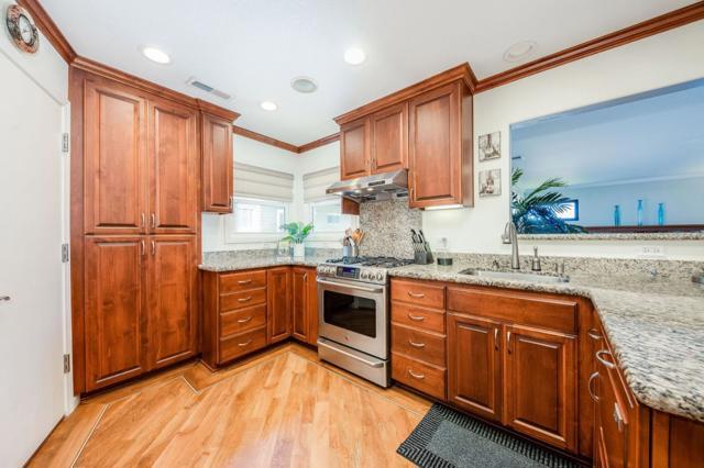 856 Mills Avenue, San Bruno CA: http://media.crmls.org/mediaz/578217F3-5DED-4B81-81E9-8109CB543FB5.jpg