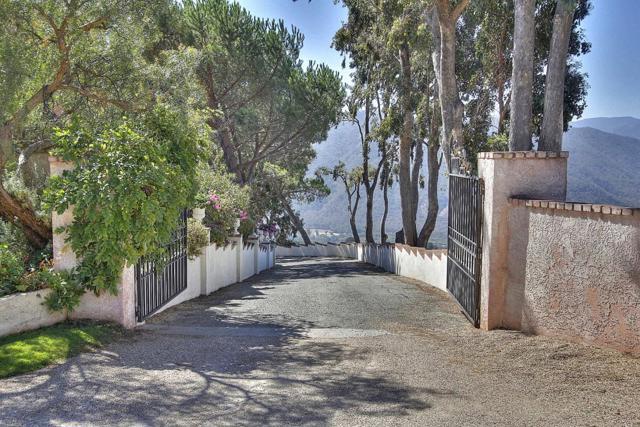 300 Country Club, Carmel Valley CA: http://media.crmls.org/mediaz/57A2525D-E44C-4FC5-B97C-823D34B53DDB.jpg