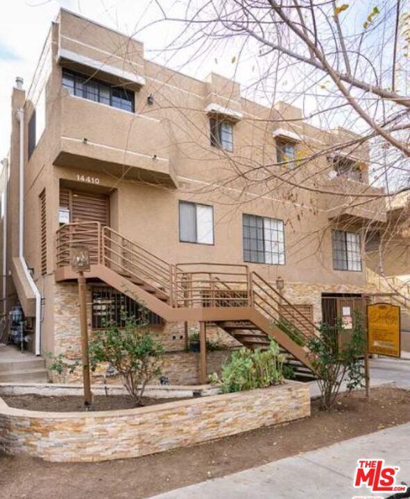 Photo of 14410 Dickens Street, Sherman Oaks, CA 91423
