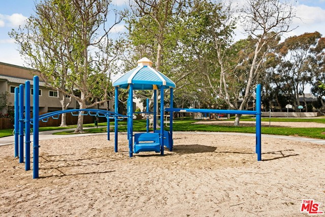 826 Bluewater Way, Port Hueneme CA: http://media.crmls.org/mediaz/57E62D94-F2DE-4D26-8250-D6BBEC3EB65D.jpg
