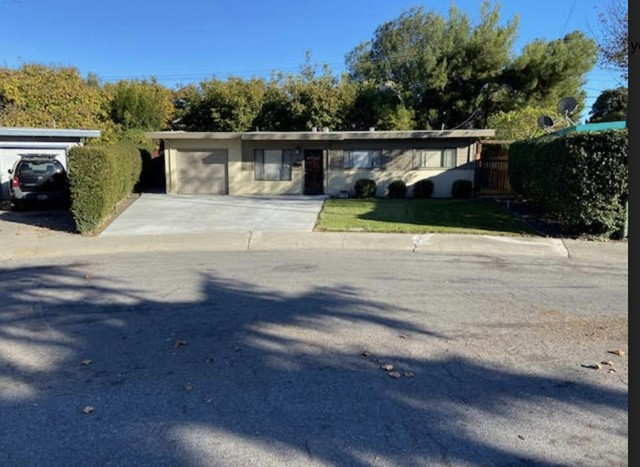 825 Wake Forest Drive, Mountain View CA: http://media.crmls.org/mediaz/58308169-66A0-4513-8556-2EA94D7A3C67.jpg