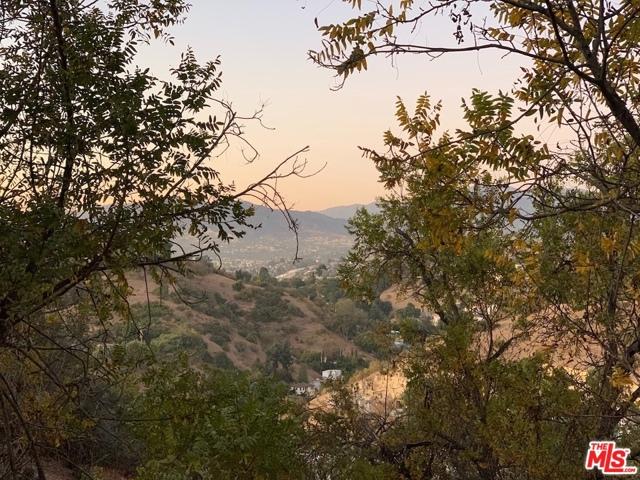919 Rome Drive, Los Angeles CA: http://media.crmls.org/mediaz/59A2E0FF-A273-4560-A59C-332625A6134B.jpg