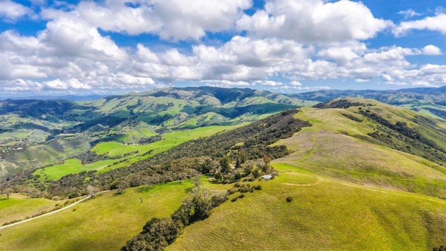 500 El Caminito Road, Carmel Valley CA: http://media.crmls.org/mediaz/5A2C50CC-AF81-439C-A78C-E4F5D1612956.jpg