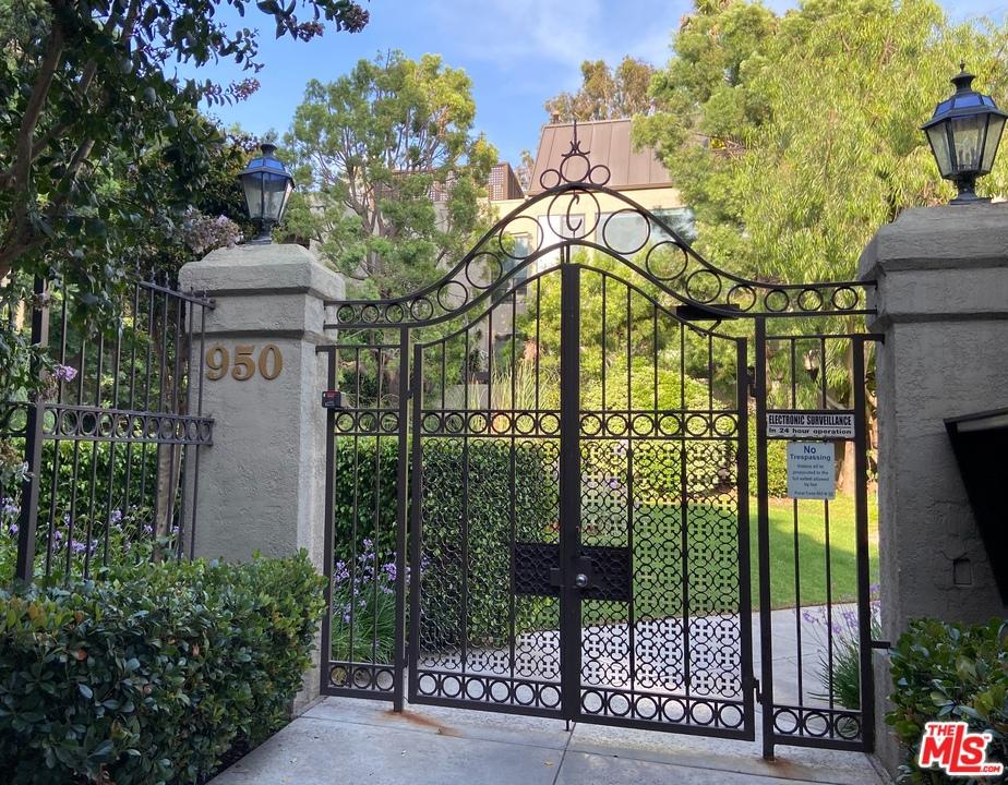 950 N Kings Road # 233 West Hollywood CA 90069