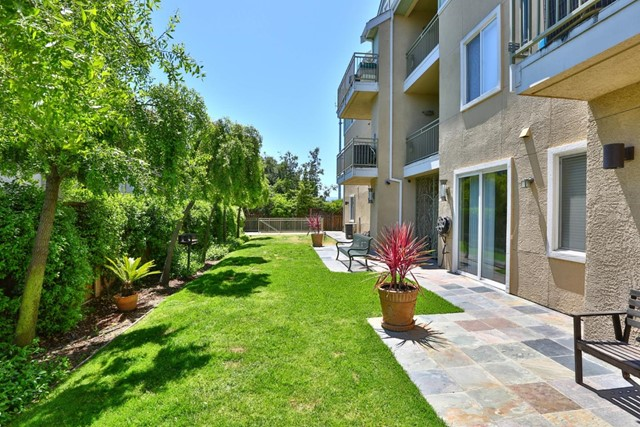 2330 University Avenue, East Palo Alto CA: http://media.crmls.org/mediaz/5AA41FCA-35D0-4D78-A0D8-9F7E8B5A5B4B.jpg