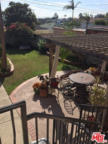 Single Family Home for Sale at 4324 59th Place W Los Angeles, California 90043 United States