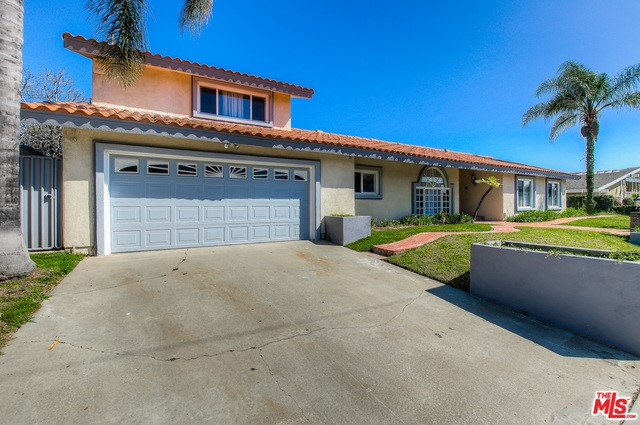 Single Family Home for Sale at 5420 CHARITON Avenue S Los Angeles, California 90056 United States
