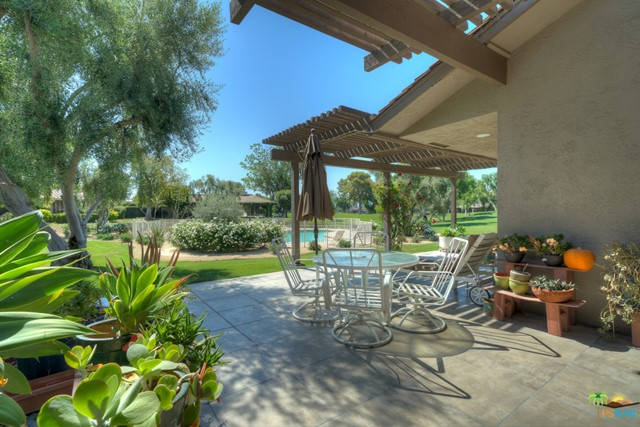 4 Wake Forest Court, Rancho Mirage CA: http://media.crmls.org/mediaz/5B974FCD-2D9F-41E3-BCA6-2C00C018B9E0.jpg