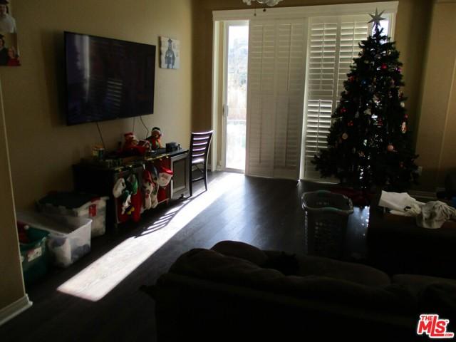 27185 Ocean Dunes Street, Moreno Valley CA: http://media.crmls.org/mediaz/5C1FEF88-2075-4B7D-B62A-28780E802D77.jpg