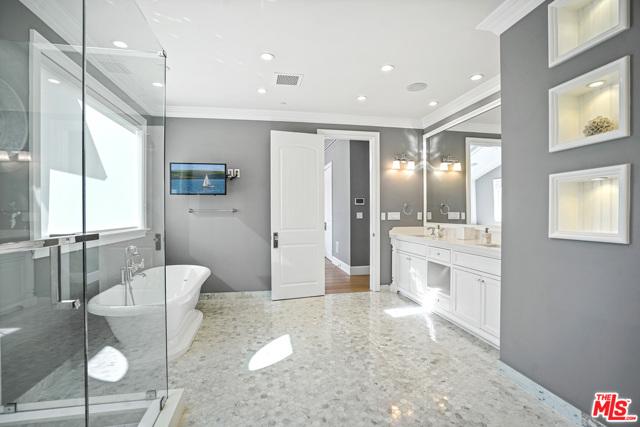 4053 Laurelgrove Avenue, Studio City CA: http://media.crmls.org/mediaz/5C52B60A-8481-4BA9-BC73-F65FE9AA2224.jpg
