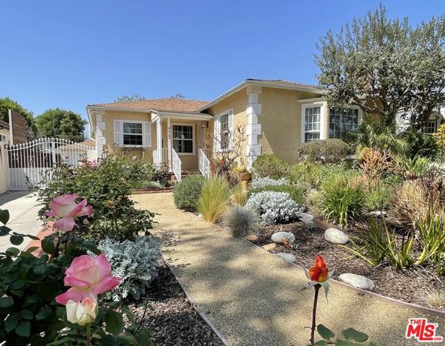 4423 Elmer Avenue, Studio City CA: http://media.crmls.org/mediaz/5C7A32E8-79E4-4278-A279-3DD4795337BD.jpg