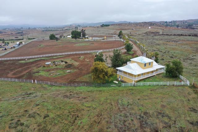 39201 San Ignacio Road, Hemet CA: http://media.crmls.org/mediaz/5CA42C5B-DC0D-4A20-AF52-B6F55669362F.jpg