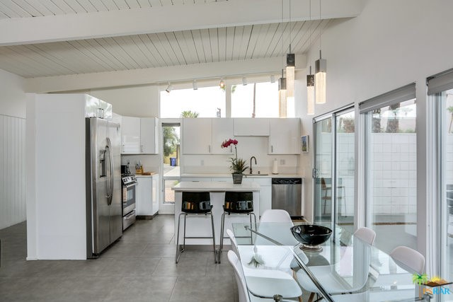 688 E Spencer Drive, Palm Springs CA: http://media.crmls.org/mediaz/5CBF77FA-8949-4E97-A9CD-5DDC8ACA773B.jpg