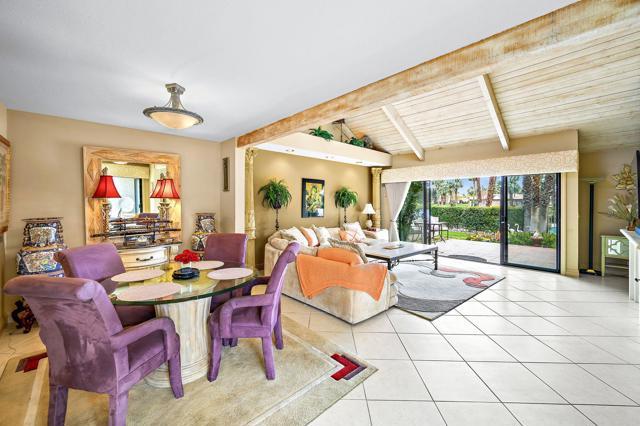 369 Wimbledon Drive, Rancho Mirage CA: http://media.crmls.org/mediaz/5CE855FB-7110-4A07-8750-630F4FE62A4F.jpg
