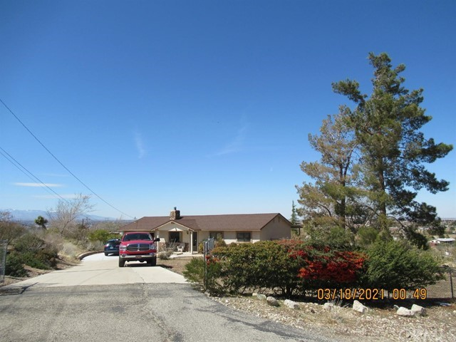 8960 Sagebrush Street, Apple Valley CA: http://media.crmls.org/mediaz/5CF6D614-26D6-45AA-923F-11B852AEBC91.jpg
