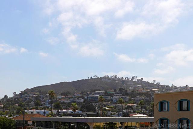 7811 Eads Avenue, La Jolla CA: http://media.crmls.org/mediaz/5D4D249E-AEB4-4903-9A7B-D70F9F4DA987.jpg