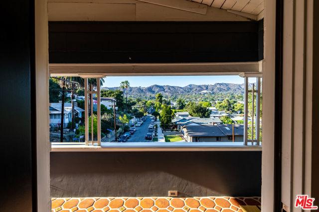 1662 Glen Aylsa Avenue, Los Angeles CA: http://media.crmls.org/mediaz/5D64BAF2-D0DE-4330-A9A2-5232211E06BE.jpg