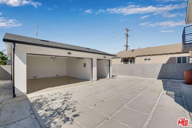 10405 10407 S Truro Avenue, Inglewood CA: http://media.crmls.org/mediaz/5DB1E2DC-B8EA-4270-BD2C-3BB106B722C4.jpg