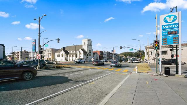 1430 19th Avenue, San Francisco CA: http://media.crmls.org/mediaz/5E215CFC-75A1-48DC-AD1A-D6A1108EBF4D.jpg