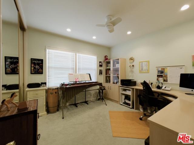 4423 Elmer Avenue, Studio City CA: http://media.crmls.org/mediaz/5E27D45B-D29F-40DA-9B13-D0860C495063.jpg