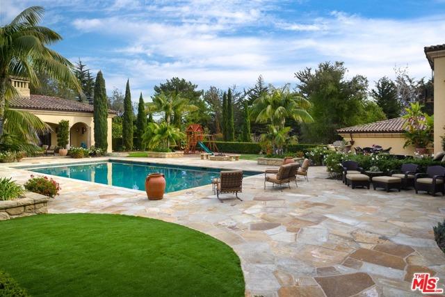 416 Meadowbrook Drive, Montecito CA: http://media.crmls.org/mediaz/5E2F158F-C5F4-4AAE-8889-07402EA24479.jpg