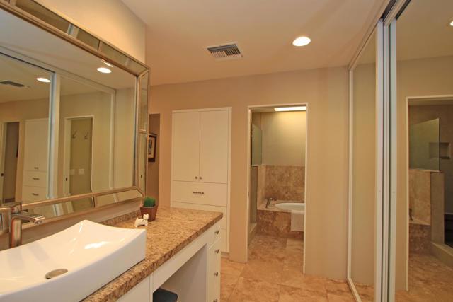 743 Inverness Drive, Rancho Mirage CA: http://media.crmls.org/mediaz/5E5587DD-1D75-4A3C-B85E-6947817E1BA8.jpg