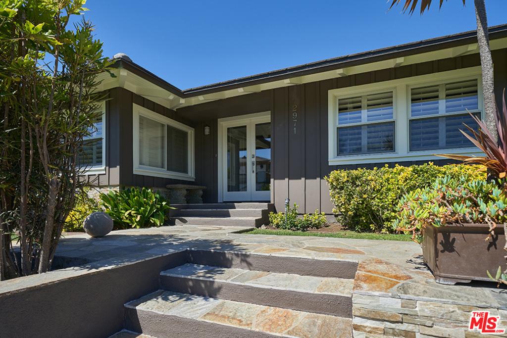 2971 Lakeridge Drive #  Los Angeles CA 90068