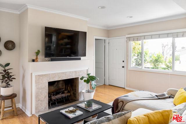 5044 Inadale Avenue, Los Angeles CA: http://media.crmls.org/mediaz/5E912E3D-8171-4248-B8FE-98645D0F02EF.jpg