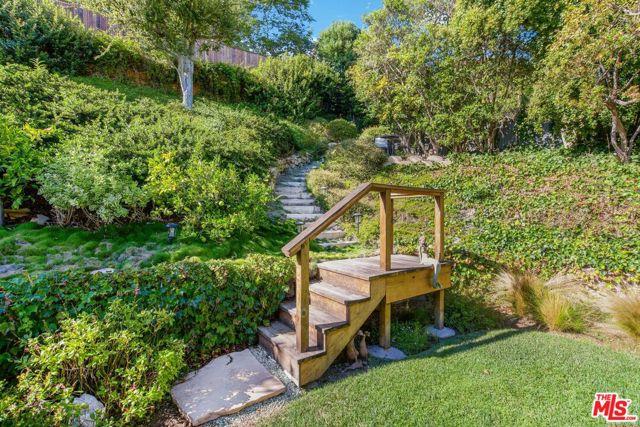 1100 Las Pulgas Place, Pacific Palisades CA: http://media.crmls.org/mediaz/5EFFAA04-C2D5-4E81-B315-0E33EC1A7E91.jpg