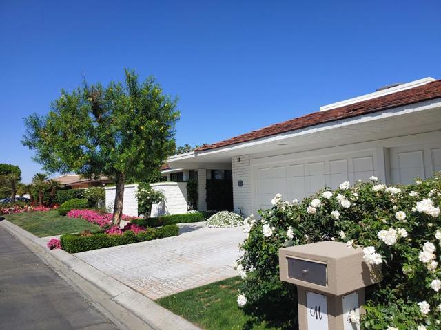39 Mayfair Drive, Rancho Mirage CA: http://media.crmls.org/mediaz/5F4CDDB7-7FA1-4C70-B019-612E51C2A945.jpg