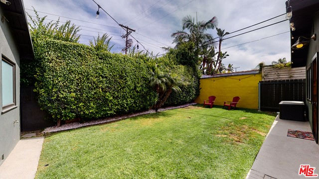 166 N GARDNER Street, Los Angeles CA: http://media.crmls.org/mediaz/5F8A99BC-F505-4064-A568-E3B221502D30.jpg