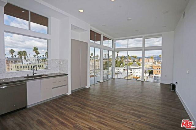 453 S KENMORE Avenue, Los Angeles CA: http://media.crmls.org/mediaz/5FBFA41D-90AF-4104-9E3E-0B2CAC04F337.jpg
