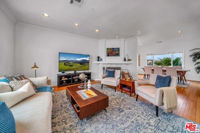 3625 Beverly Ridge Drive, Sherman Oaks CA: http://media.crmls.org/mediaz/5FE0AD20-897A-4ACB-B915-A9669F316C5F.jpg