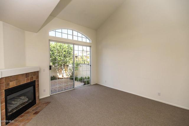 326 Avenida De Royale, Thousand Oaks CA: http://media.crmls.org/mediaz/6009FEA7-EE29-4D54-A319-4591C1FD7859.jpg