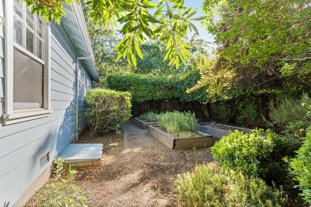 4221 Wilkie Way, Palo Alto CA: http://media.crmls.org/mediaz/606CD2F6-264D-4B85-8F4C-BE46B79B5A29.jpg