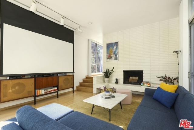 3246 Primera Avenue, Los Angeles CA: http://media.crmls.org/mediaz/60BD61A4-8B77-475E-805D-6D12BEE7EF86.jpg