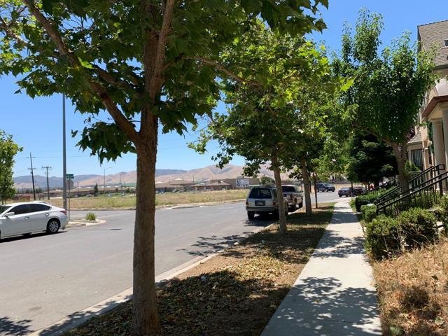 714 Tyler Avenue, Greenfield CA: http://media.crmls.org/mediaz/60CF8D99-36B2-46D4-8DC1-926EDF003AA1.jpg